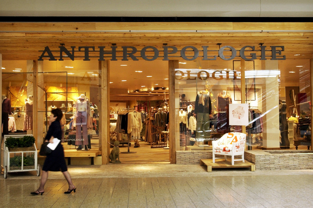 """DENVER, CO, OCTOBER 9, 2003--Anthropologie store at the Cherry Creek Mall markets a """"lifestyle"""" as opposed to a certain commodity. Clothes and home furnishings that appeal to the same shopper are available inside. (DENVER POST STAFF PHOTO BY GLENN ASAKAWA"""