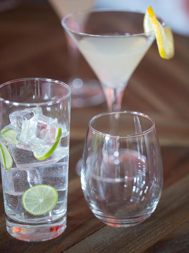 Original-BPF-Spring-House_interior_citrus-tablescape_drinks_v.jpg.rend.hgtvcom.1280.1707