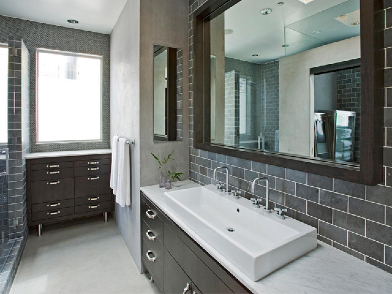 DP_Weinstein-neutral-bathroom-1_s4x3.jpg.rend.hgtvcom.1280.960