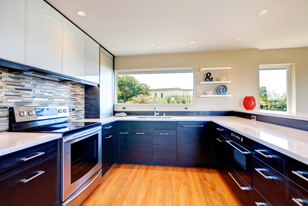Large-U-shaped-kitchen-with-black-lower-cabinetry