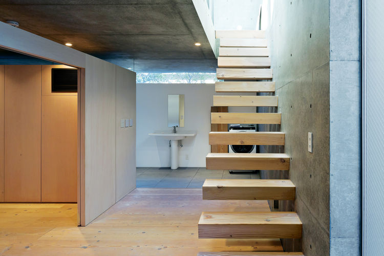 open-plan-concrete-home-japan-stairs