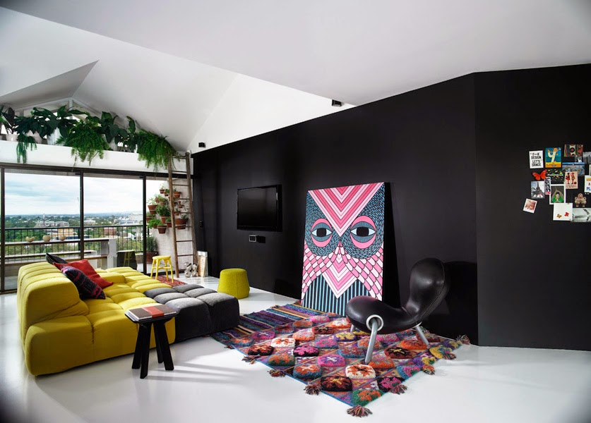 Black-Wall-paint-for-Living-Room-1