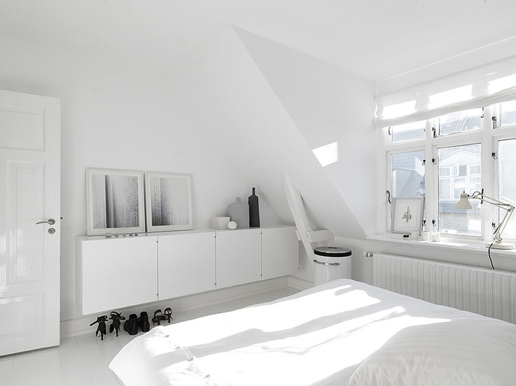 monochromatic_copenhagen_townhouse_master_bedroom