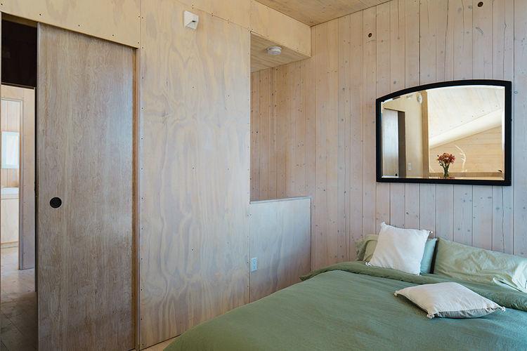 sailing_the_high_desert-prefab-vaction-home-bedroom-basics