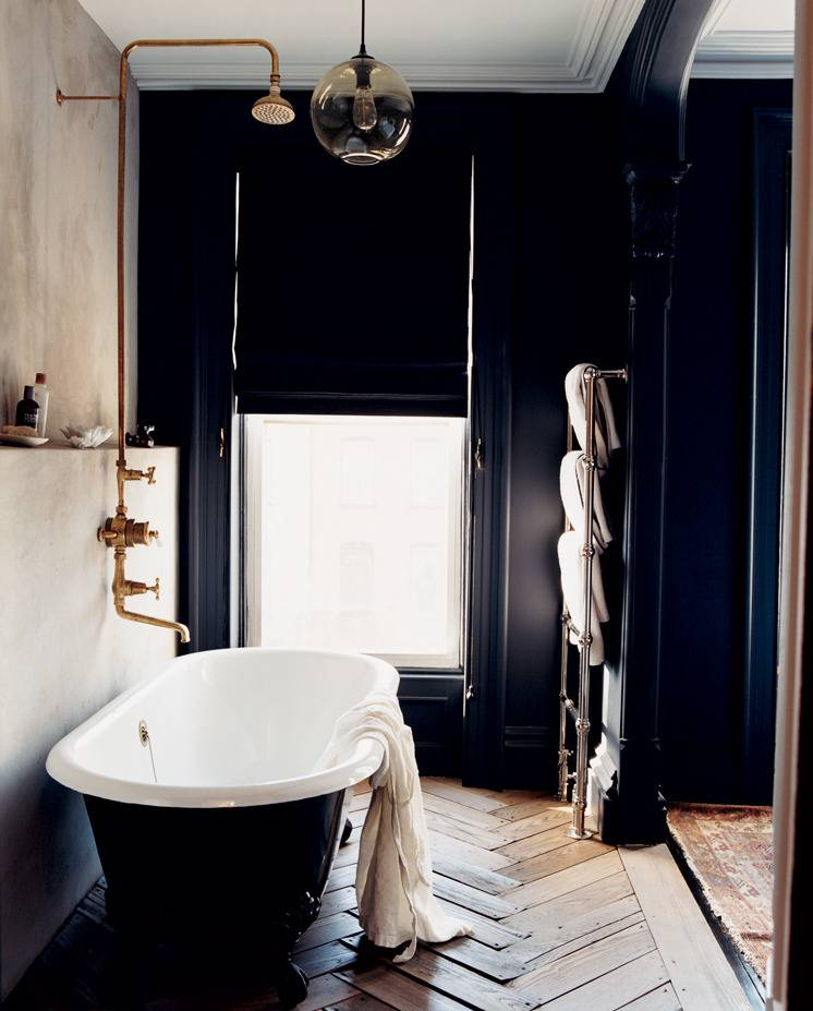 jenna-lyons-totally-modern-timelessness-jenna-lyons-black-and-white-bathroom-51f781d39ac35fe56bcf6985-w1000_h1000