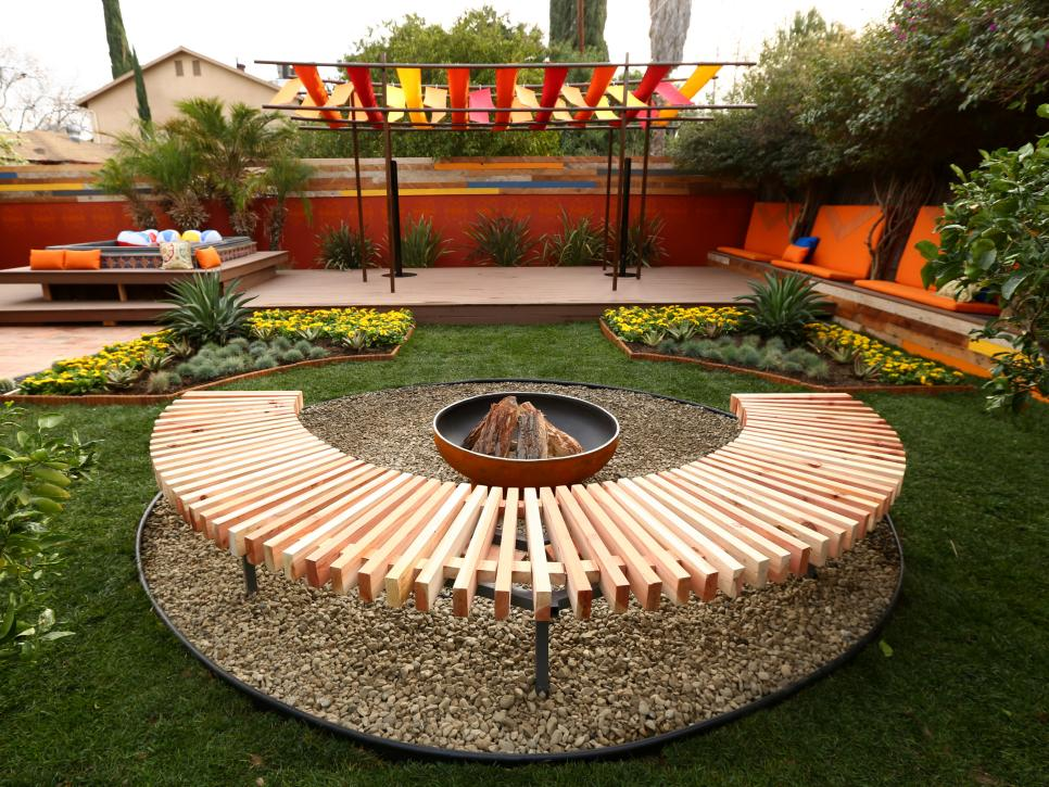 BP-DHMY202_Backyard-makeover-after-fire-pit_h.jpg.rend.hgtvcom.966.725