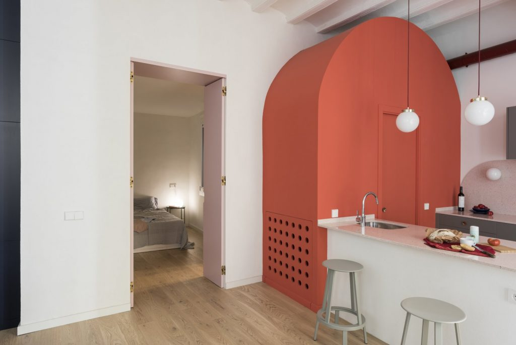 an-arc-shaped-coral-colored-volume-that-hides-a-powder-room-and-has-become-a-main-feature-of-the-design