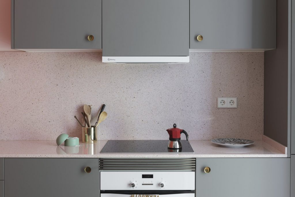 the-kitchen-cabinets-are-finished-in-a-warm-grey-and-fitted-with-vintage-brass-concave-handles