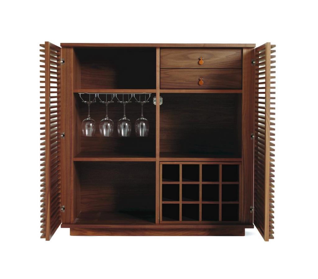 Une armoire pole pour ajouter du style et de la commodité à votre domicile